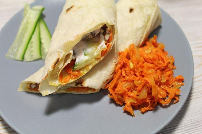 Домашняя шаурма с морковкой по-корейски и сочной курицей Еда, Видео рецепт, Шаурма, Соус, Морковь по-корейски, Шаверма, Видео, Длиннопост