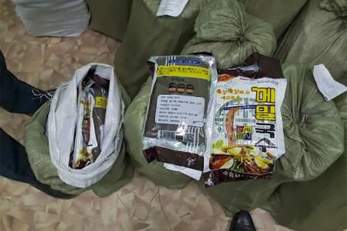 Житель Северной Кореи попытался контрабандой ввезти в Россию почти 700 кг лапши. Контрабанда, Лапша, Новости, Северная Корея