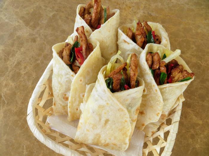 Конвертики с мясом и острой картошкой Еда, Перекус, Вкусно, Другая кухня, Видео рецепт, Шаверма, Видео, Длиннопост