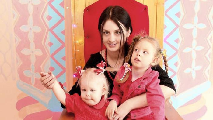 Чиновники 4 года судились, чтобы не давать квартиру семье с ребёнком-инвалидом, а потом выдали развалюху. Чиновники, Инвалид, Дети, Ветхое жильё, Беспредел, Копипаста, Длиннопост