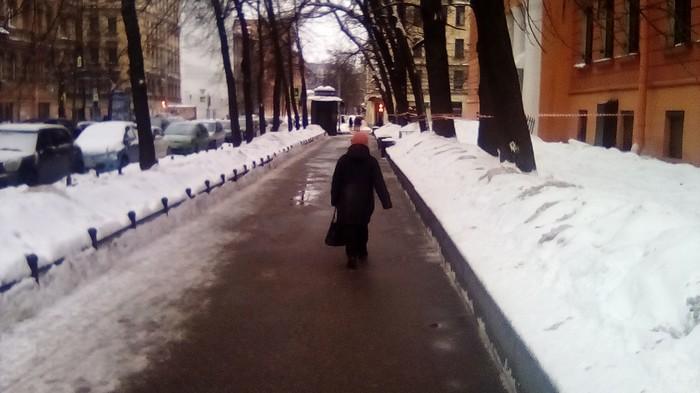 Небо и земля. Уборка снега, Васильевский Остров, Санкт-Петербург, Молодец, Дворник