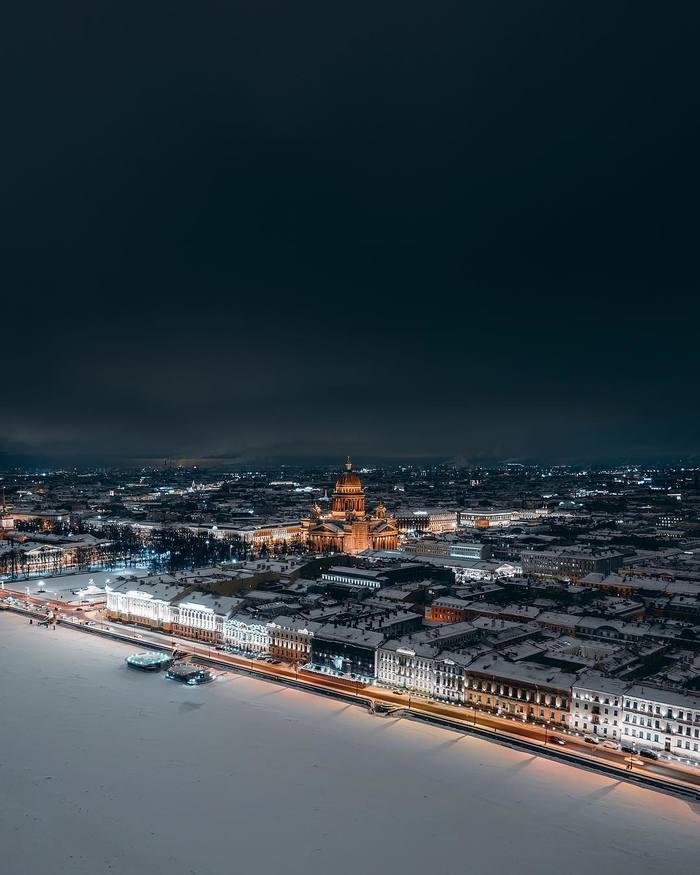 Вид на ночной зимнийСанкт-Петербург