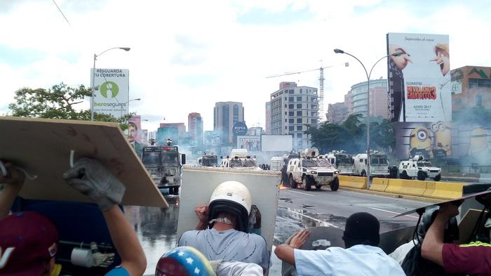 Венесуэла. Столкновение протестующих с Национальной гвардией Гадкий я, Миньоны, Грю, Дрю, Массовые протесты, Политика