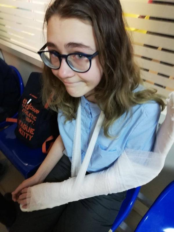 В казанском автобусе никто не пришел на помощь школьнице, сломавшей руку Казань, Перелом, Автобус, Новости, Длиннопост