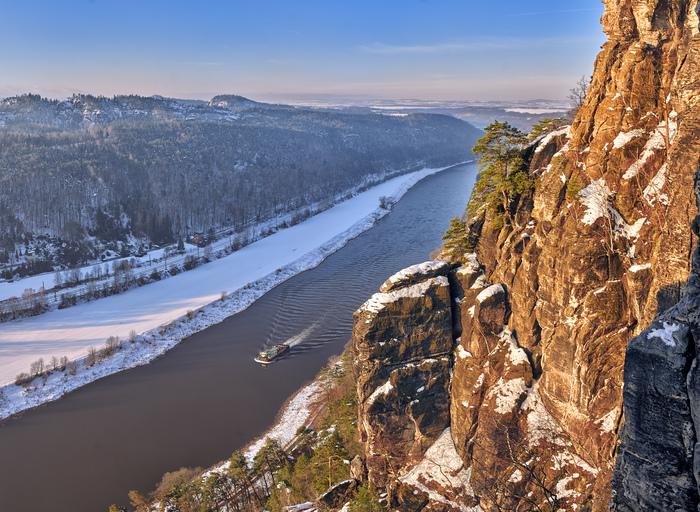 Течет река Эльба