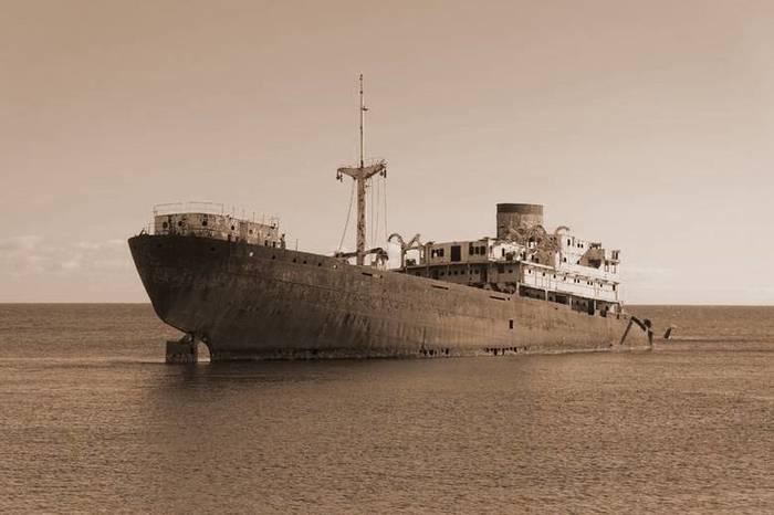 Тайна корабля с мертвым экипажем, найденном в том же месте, где пропал малайзийский лайнер Корабль, История, Неизвестное, Трагедия, Длиннопост