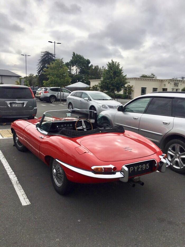 """Jaguar E-type - выпускался между 1961 и 1974 годами. Считается одним из самых красивых и стильных автомобилей в мире. Номер - """"Шпион 295"""". Jaguar E-type, British cars, Old timer"""