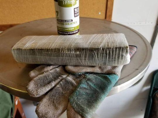 Кто-то положил в ящик пожертвований BBBS (Big Brother Big Sisters) упаковку марихуаны. Марихуана, Полиция, Благотворительность, Америка