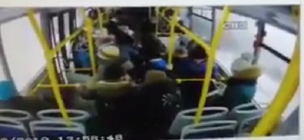 Школьник выдумал историю про злого водителя автобуса, чтобы оправдаться перед мамой Школота, Мошенники, СМИ, Обман, Длиннопост