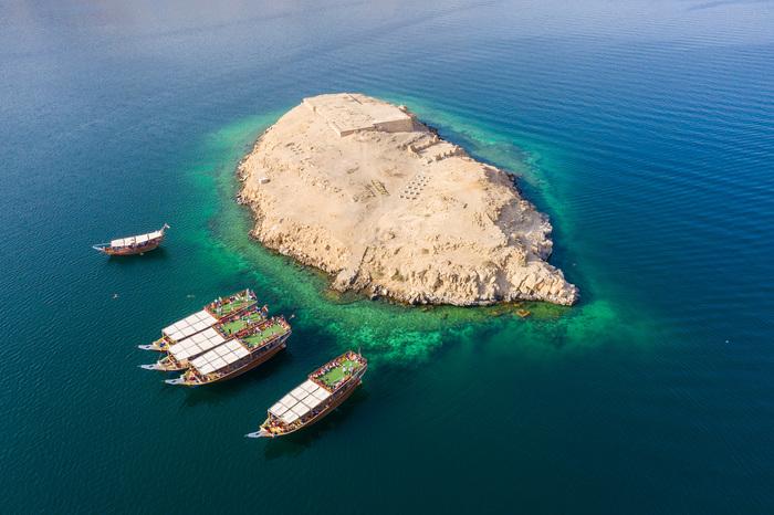 Лодки во фьорде Фотография, Дрон, Квадрокоптер, Аэросъемка, Персидский залив, Оман, Корабль, Фьорды