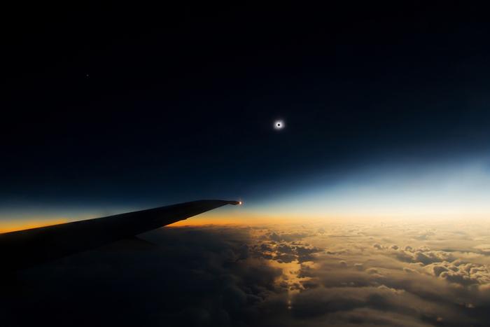 Солнечное затмение с борта самолета