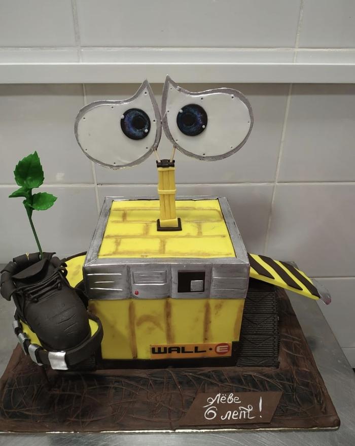 Торт Валли Валл-и, Робот, Торт, Работа