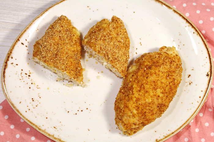 Куриные котлетки с начинкой из сыра и яйца. Зразы. Еда, Видео рецепт, Рецепт, Котлеты, Зразы, Фарш, Кулинария, Видео, Мясо, Длиннопост