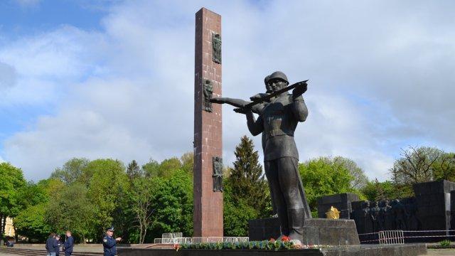 Во Львове второй день не сдаётся Монумент славы Память, Львов, Национализм, Бандеровцы, Украина, Длиннопост