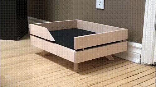 """""""Он любит новую кровать,которую я ему сделал"""""""