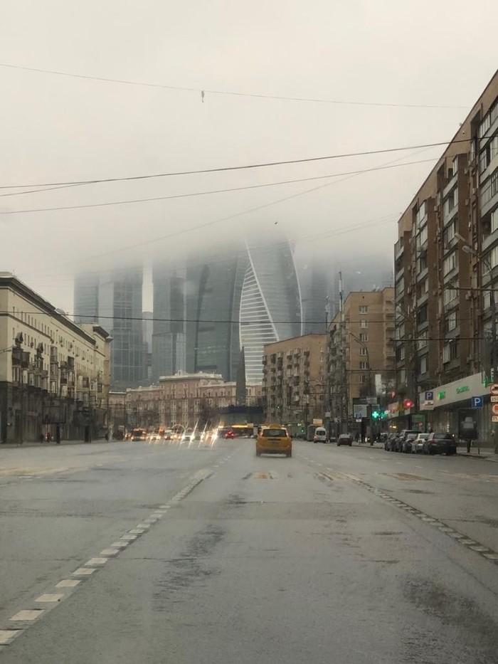 Утро туманное, утро седое.