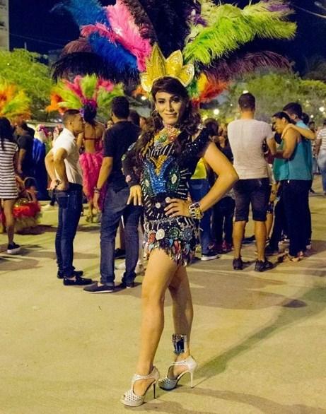 krasiviy-pyanie-russkie-na-karnavale-v-brazilii-porno-foto-tetki