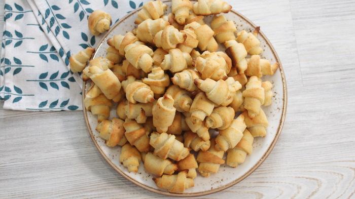Творожные рогалики. Очень простые печенюхи с творогом Еда, Видео рецепт, Рогалик, Печенье, Завтрак, Рецепт, Творожное печенье, Творог, Видео, Длиннопост