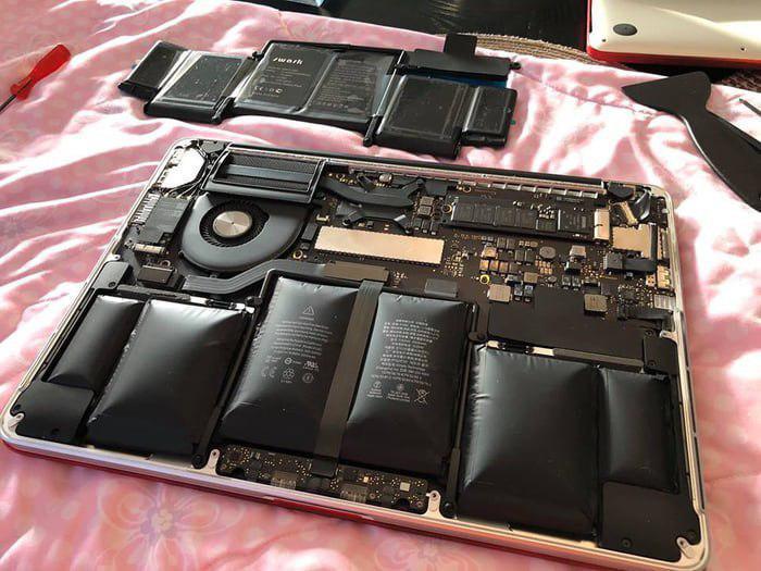 Оказалось, что держать мой ноутбук включенным в течение трех лет - плохая идея Ноутбук, Компьютер, Ремонт ноутбуков, Аккумулятор, Зарядка, Взрывчатка, 9GAG, Общество