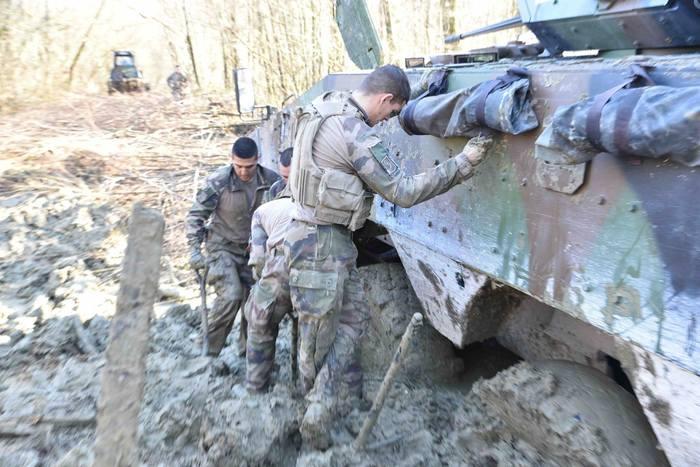 Легионеры 1 REG столкнулись с трудностями в ходе учений . Франция, Учения, Легионеры, Иностранный легион, Длиннопост