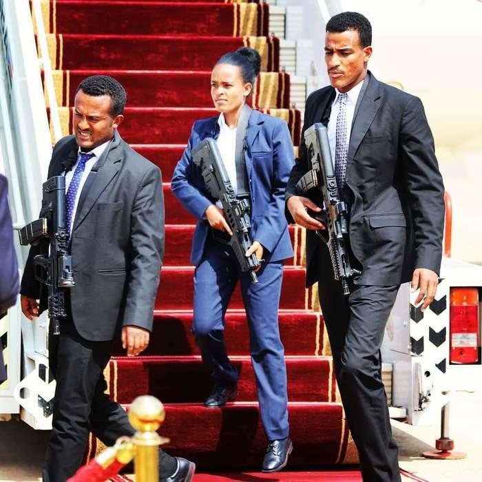 Охрана премьер-министра Эфиопии Эфиопия, Телохранитель, Охрана, Длиннопост, Видео, Жмурки
