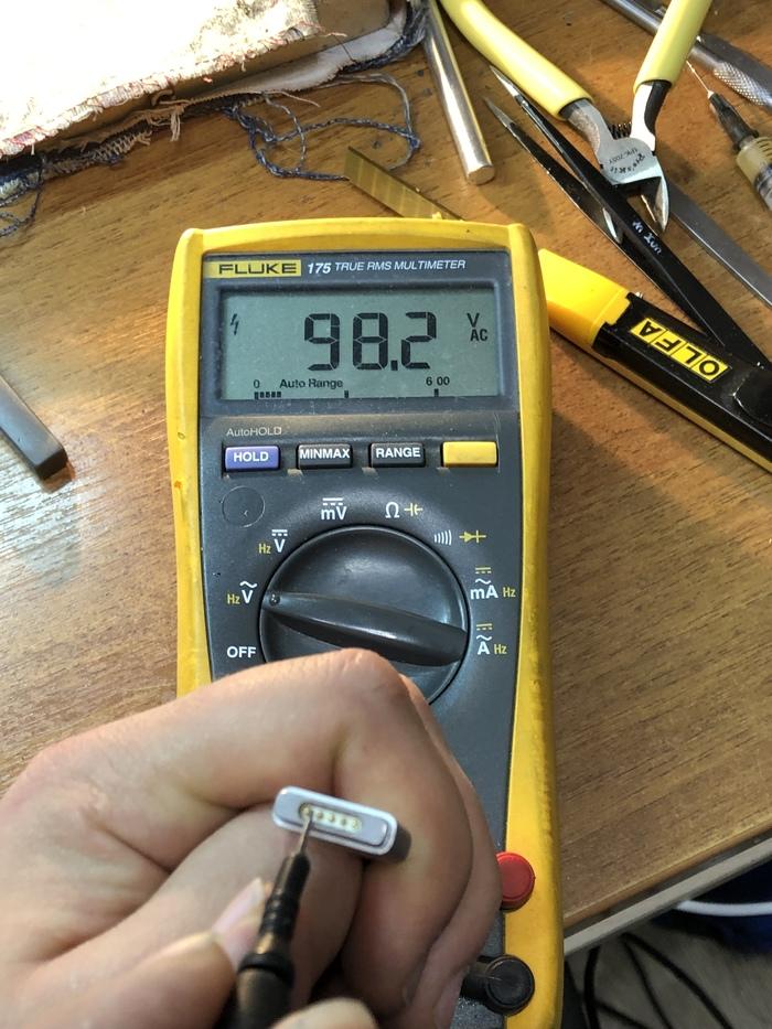 Небольшой минус неоригинального зарядного устройства. Зарядное устройство, Macbook, Работа, Ремонт