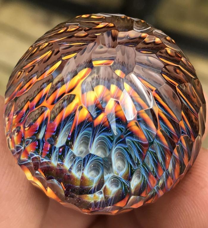 Стеклянный шар с ручной гравировкой