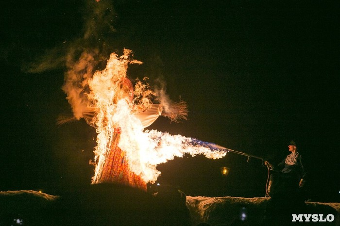 В Туле чучело сожгли из огнемета Тула, Масленица, Огнемет