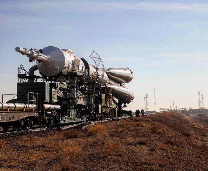 Вывоз ракет-носителя «Союз-ФГ» с кораблем «Союз МС-12» к стартовой площадке. Роскосмос, Байконур, NASA, МКС, Длиннопост