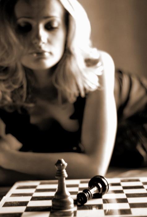Игра в шахматы Первая любовница, Игры