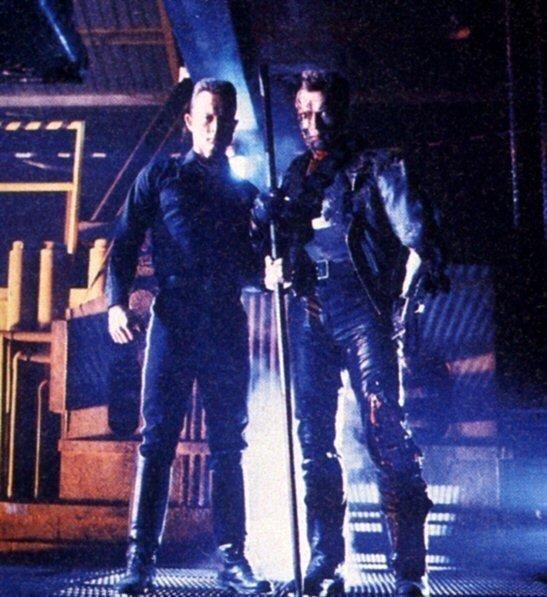 Арнольд Шварценеггер и Роберт Патрик на съёмках фильма «Терминатор 2: Судный день» 1991 год