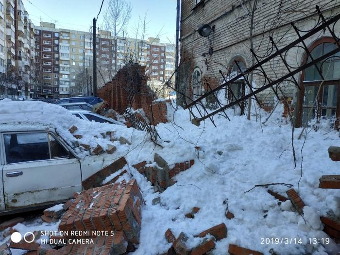 Зима ожесточенно обороняется, потери растут Снег сошел, Разбитые автомобили, Саратов, Видео, Длиннопост