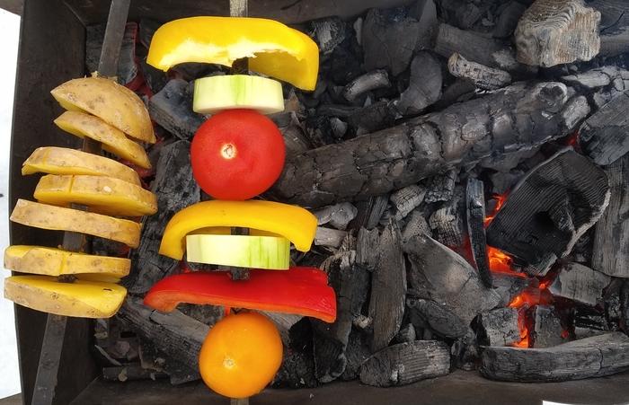 Шашлычный сезон на зиму не закрывается, поэтому постоянно в поиске альтернатив банальному мясу. Шашлык, Овощи, Мангал