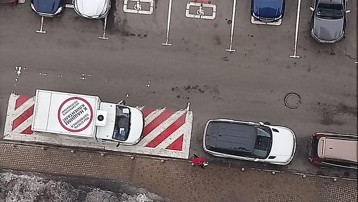 Мы очень спешим к нашим клиентам, но паркуемся... Неправильная парковка, Автохам, Маркетинг, Ирония