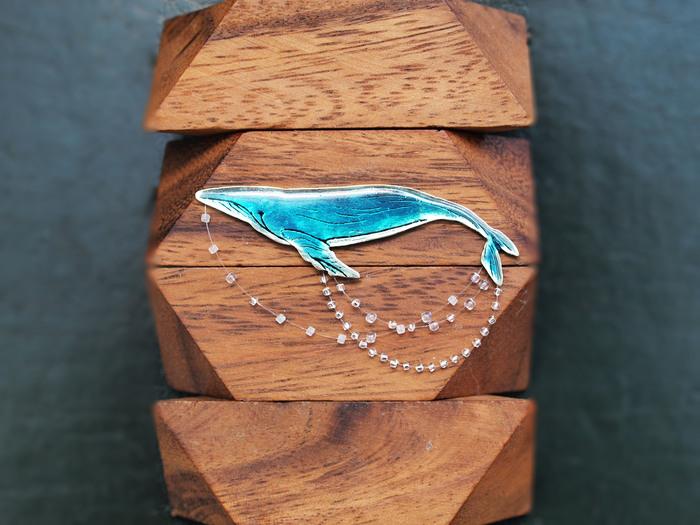 """Брошь """"Голубой кит на волнах"""" Ручная работа, Своими руками, Кит, Брошь, Металл, Бисер"""