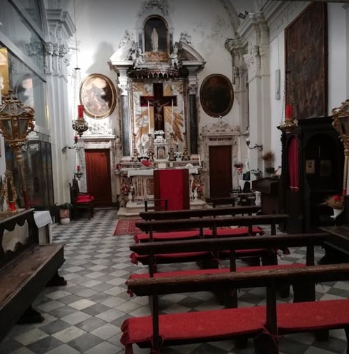 Воры украли старинную картину из церкви, но их добыча оказалась фальшивкой. Кража, Старинная картина, Вор, Неудача