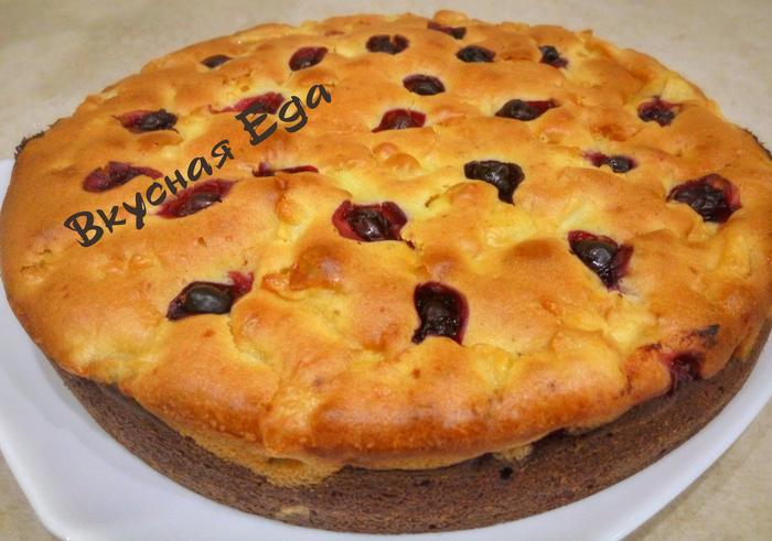 Двухслойный пирог с яблоками и ягодами Пирог, Видео рецепт, Видео, Рецепт, Выпечка, Ягоды, Яблоки