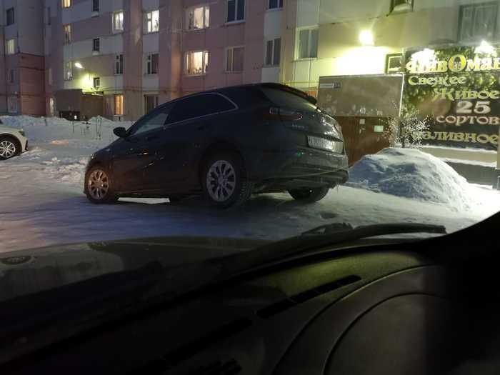 Какой-то странный день сегодня в новом уренгое. Новый уренгой, Машина, Снег, Яма, Длиннопост