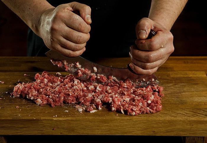 Среда обитания мясника. Устройство и оборудование мясного цеха. Часть вторая. Мясо, Мясорубка, Фарш, Обвалка, Нож, Мясник, Стол, Длиннопост