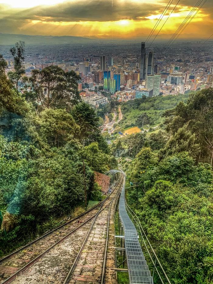 Вид с фуникулёра на город Богота, Колумбия
