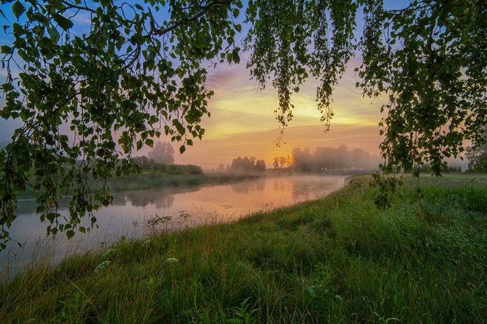 Доброе утро на реке Миасс у деревни Трифоново. Южный Урал, Челябинская обл.