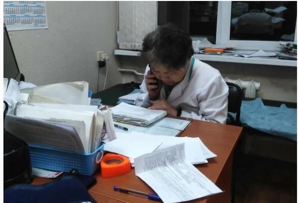 В южно-сахалинской поликлинике 79-летняя терапевт принимает пациентов до 23:30, работая без медсестры Россия, Сахалин, Южно-Сахалинск, Медицина, Последняя надежда, Негатив, Длиннопост