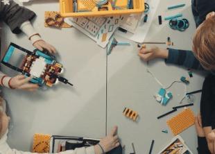 LEGO представила набор для обучения детей программированию LEGO, Конструктор, Образование, Обучение, Роботы из лего, Гифка, Видео, Робот