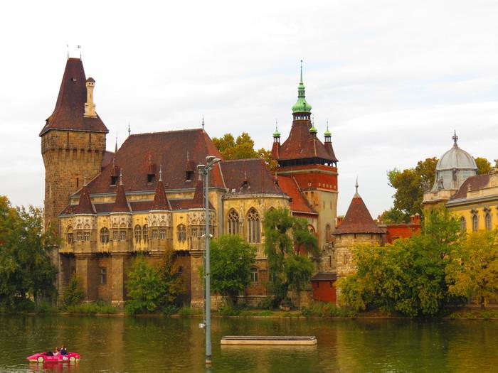Будапешт. Замок Вайдахуньяд. Венгрия, Будапешт, Вайдахуньяд, Замок, Достопримечательности, Длиннопост, Парк, Природа, Фотография