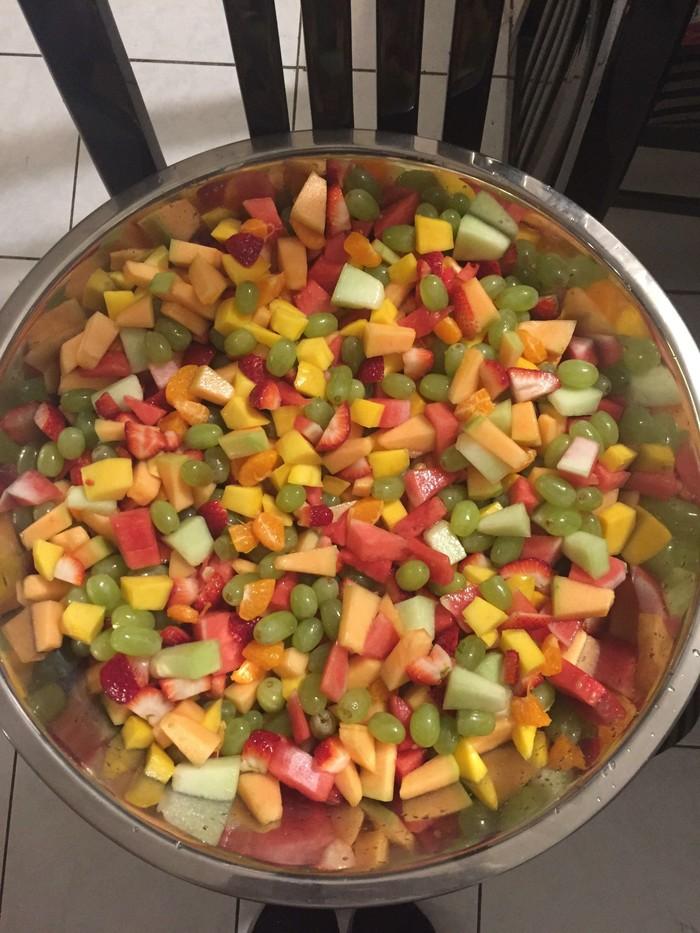 Сделал фруктовый салатик!