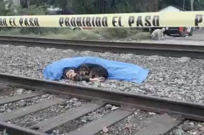 Преданная собака охраняла тело погибшего хозяина Собака, Преданность, Железная Дорога, Мексика, СМИ