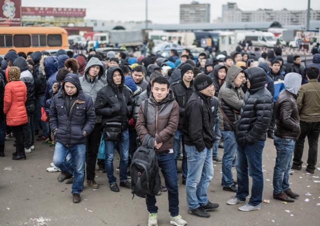 Трудовым мигрантам разонравилась Россия.Притокупал до минимальных значений Новости, Россия, Мигранты