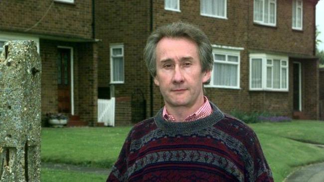 Человек, который боится собственной тени. Англия, КГБ, Сис, 1983, Шпион, Майкл Беттани, Длиннопост