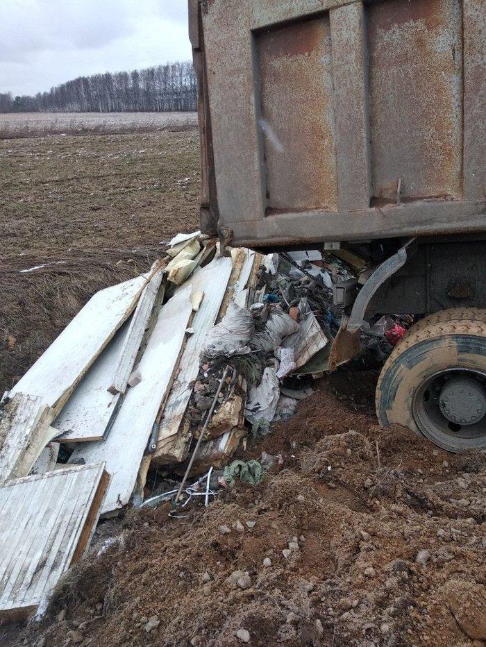 На Горском шоссе водителя мусоровоза, вывалившего хлам на обочине, настигла мгновенная карма! Выборг, Мусор, Карма, Длиннопост