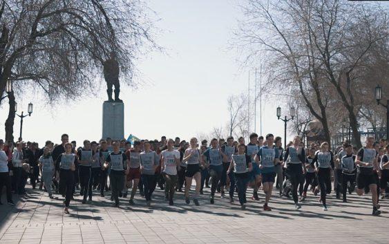 «Космический забег» собрал на Советской более 500 оренбуржцев День космонавтики, Гагарин, Оренбург, Спорт, Бег, Видео